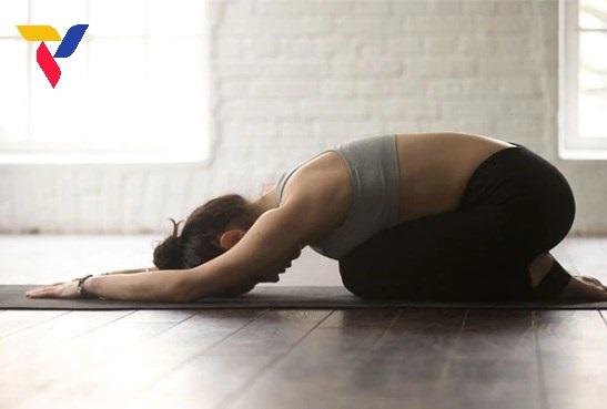 Yoga giam mo eo